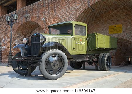 Legendary lorry in the exposition of military equipment in Nizhny Novgorod Kremlin