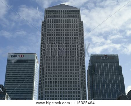 One Canada Square from Cabot square