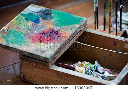 Wooden artist box pallete