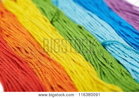 Surface covered with embroidery thread yarns