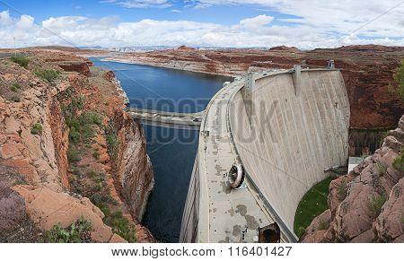 Glen Canyon Dam Near Page, Arizona, Usa.