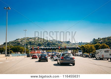 Cars passing through the point of toll highway, toll station.