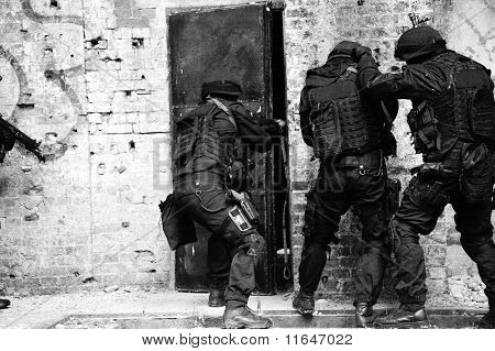 Polícia anti-terrorista de subdivisão