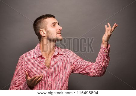 Man explaining something in studio