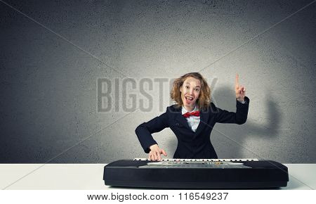 Mad woman play piano