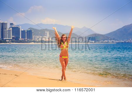 Blonde Slim Girl In Bikini Poses On Tip Toe On Beach