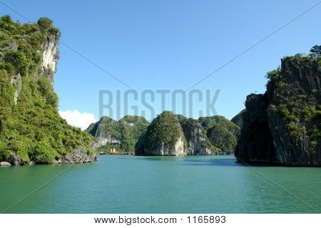 Soleado Ha Long Bay
