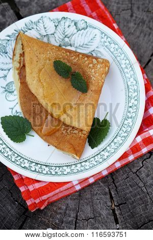 Pancakes with honey and mint