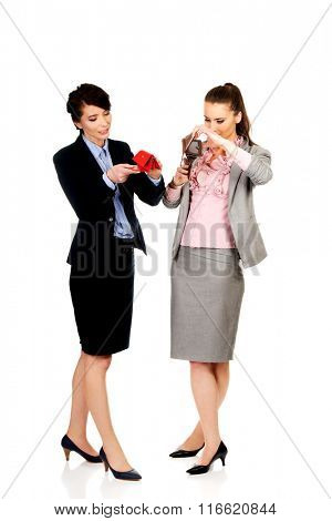Two businesswomen with empty wallets.