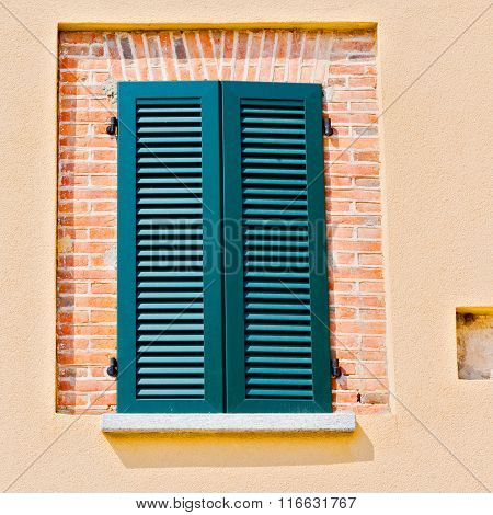 Italy    Window   In  Europe    Old Architecture And Gray Concrete