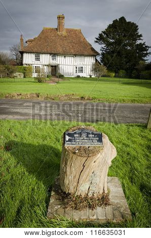 Woodchurch Village Half-timbered Cottage And Centenary Plaque