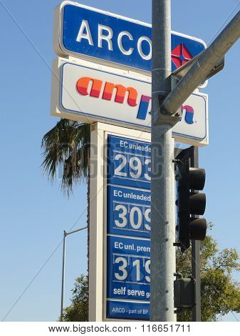Arco And Ampm Signs