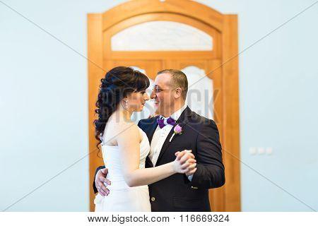 wedding dance of bride and groom