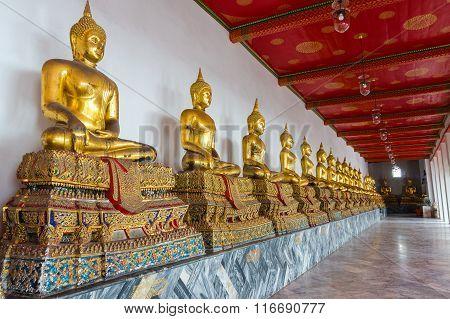Sitting golden Buddhas