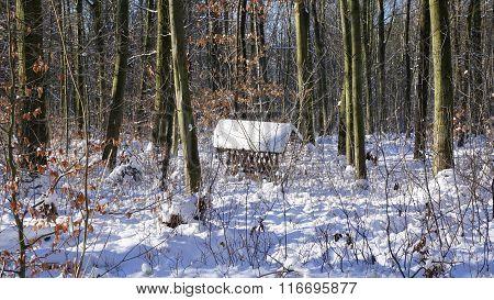 Crib for feeding in winter