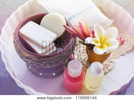 Mini Set Of Shower Bath Soap, Shampoo,conditioner Decorated With Flowers Frangipani