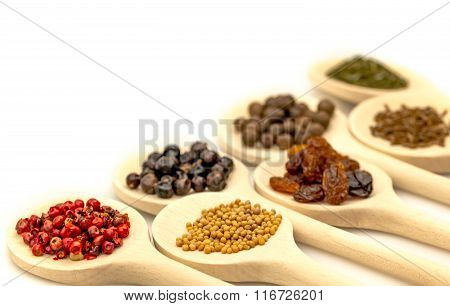 Wooden spoons with berries and condiments
