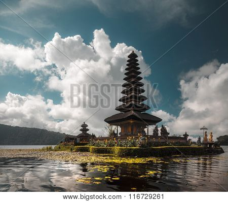 Hindu temple Ulun Danu Bratan on the lake of Bratan. Bali, Indonesia