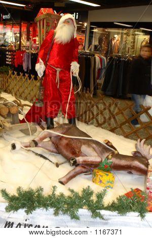 喝醉了的圣诞老人与鹿