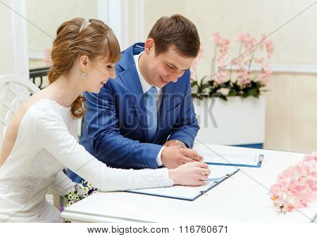 Process Of Signing Contract In Wedding Palace