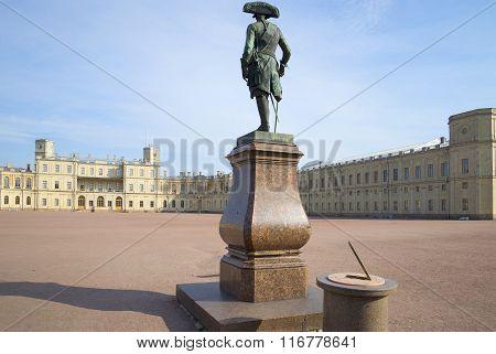 Monument to Paul I before the Big Gatchina palace