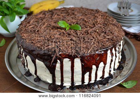 Chocolate cake with bananas and vanilla cream