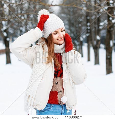 Young Stylish Girl In Knitted Vintage Clothing Resting On A Snowy Background