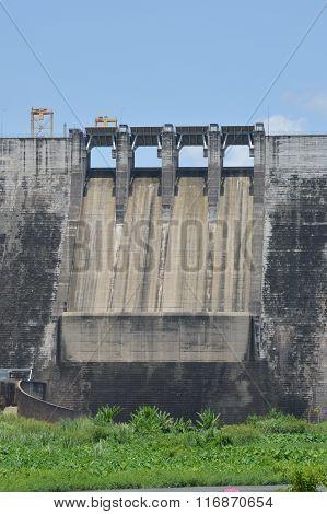 big concrete dam on sunny day
