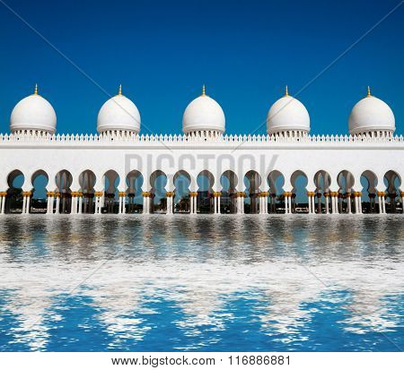 ive domes of Sheikh Zayed Mosque