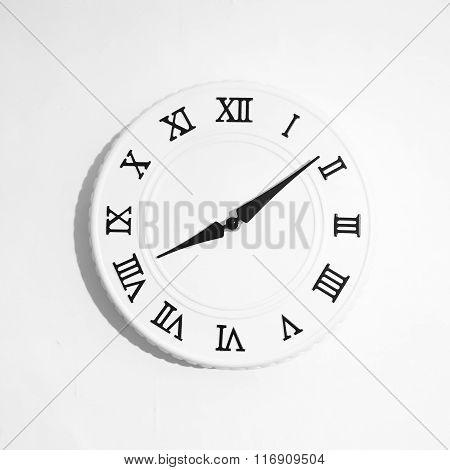 round white clock