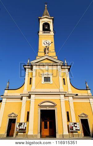 In  The Cislago Primo  Old   Church  Closed Brick Tower