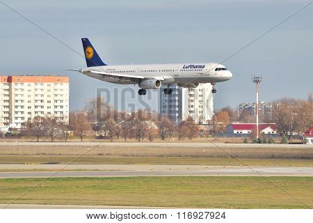 Lufthansa Airbus A321 On Final Landing