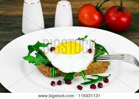 Scrambled Eggs with Arugula on Whole Grain Bread
