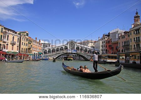 Venice, Italy - September 02, 2012: Gondola At Rialto Bridge On Grand Canal, Venice, Italy