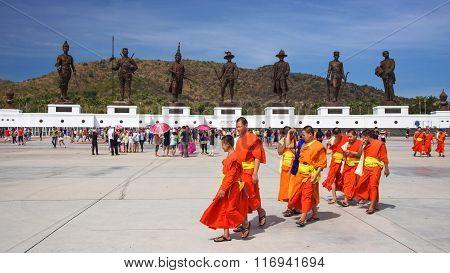 Thai Monks Visit Ratchapak Park