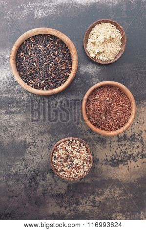 Different types of rice in small bowls