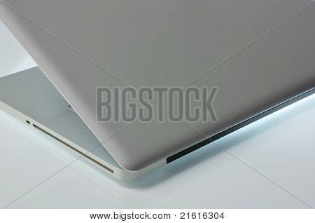 Laptop Semi-closed