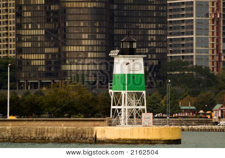 Green Beacon In Chicago'S Harbor