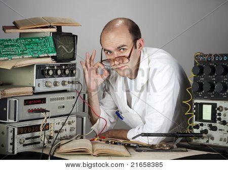 Científico en el laboratorio Vintage
