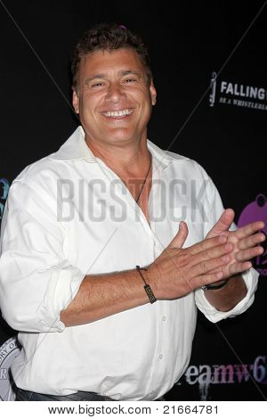 LOS ANGELES - 6 de JUL: Steven Bauer chegando no Dreamworld Benefit Concert para cair pios um
