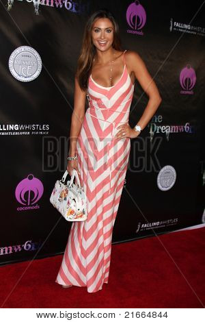 LOS ANGELES - 6 de JUL: Katie Cleary chegando no Dreamworld Benefit Concert para cair pios um