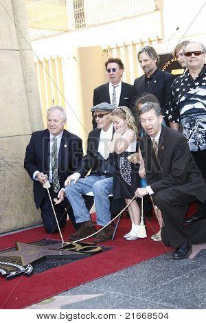 LOS ANGELES - MAR 26: Mark Canton, Viggo Mortensen, Jack Nicholson, Dennis Hopper, granddaughters, Leron Gubler as Dennis Hopper receives a star on the Walk of Fame in Los Angeles, CA on March 26,2010