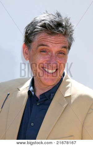 LOS ANGELES - JUL 10:  Craig Ferguson arriving at the