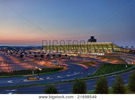 Aeropuerto de Dulles en la madrugada cerca de Washington Dc