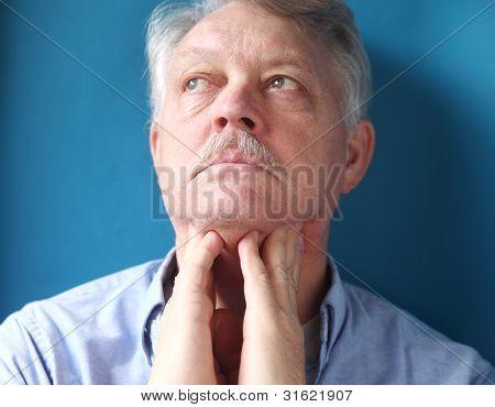 man Gefühl, schmerzhafte Lymphknoten