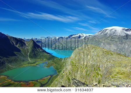 Pintoresco paisaje de montaña de Noruega.