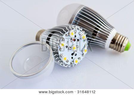Dos Led bombillas con Chips Smd de 1 Watts en primer plano sin cubierta de vidrio