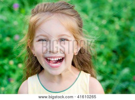 Porträt einer glücklich Liitle Mädchen Nahaufnahme