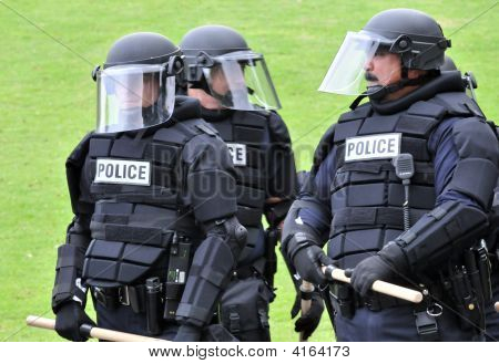 Polizei im Aufruhr Gang