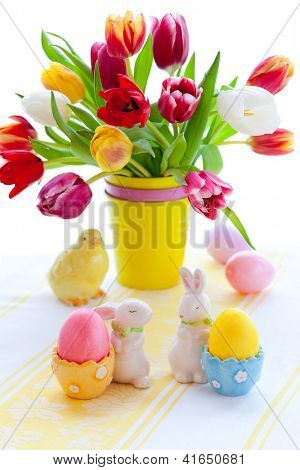 Easter table decorations with tulips and easter eggs